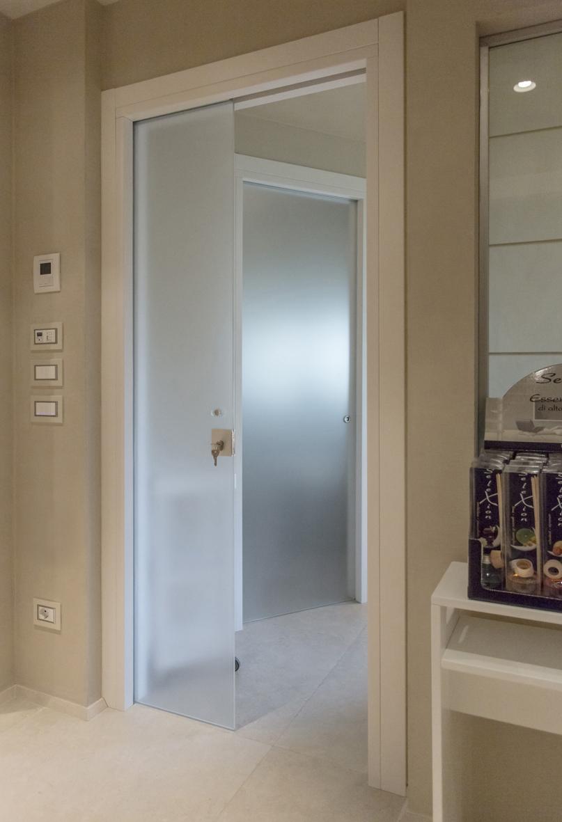 Porta Scorrevole Su Muro Portante serramenti torino in vetro: un inno alla trasparenza