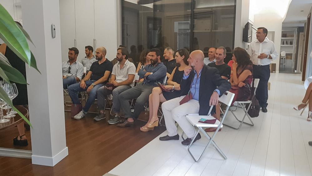 La platea di uno dei nostri eventi presso il Garofoli Store di Via Bava 4, Torino - Serramenti Torino
