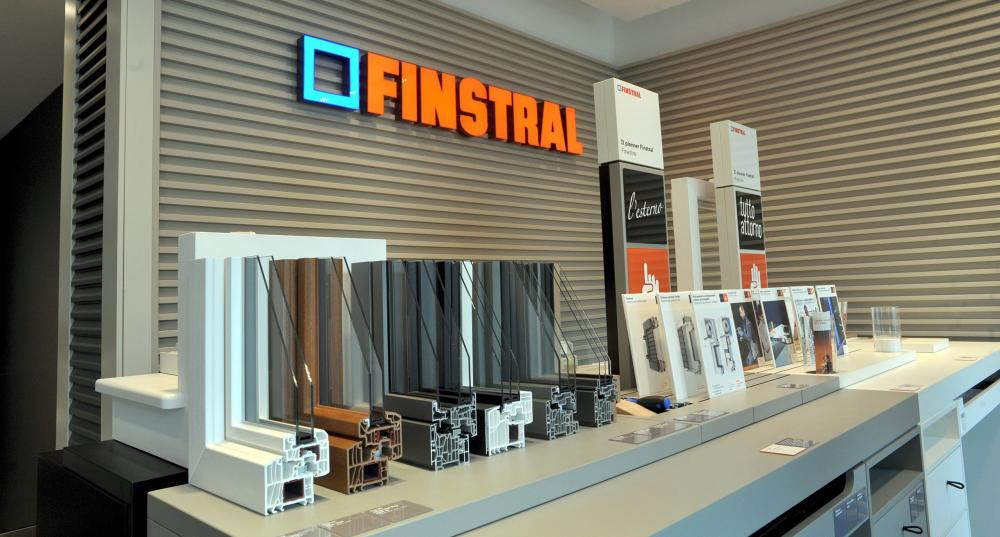 Il planner Finstral in uno degli showroom affiliati - Serramenti Torino
