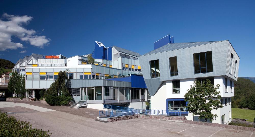 La sede centrale italiana di Finstral a Bolzano  - Serramenti Torino