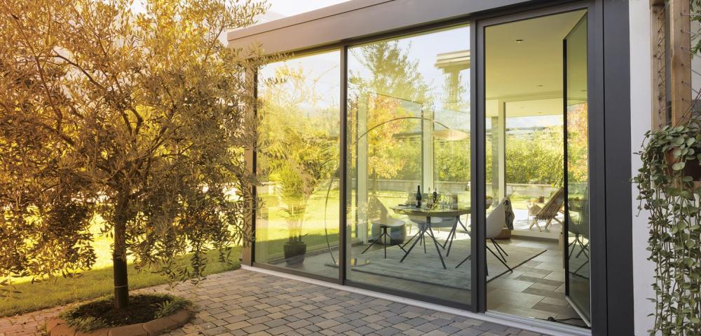 Veranda Finstral in PVC, con rivestimento esterno in alluminio - Serramenti Torino