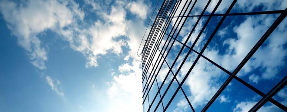 I vetri riflettenti presentano una superficie esterna specchiante che non riduce la luminosità interna - Serramenti Torino
