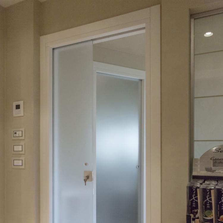 Henry Glass - porta scorrevole interno muro Vitra - Serramenti Torino