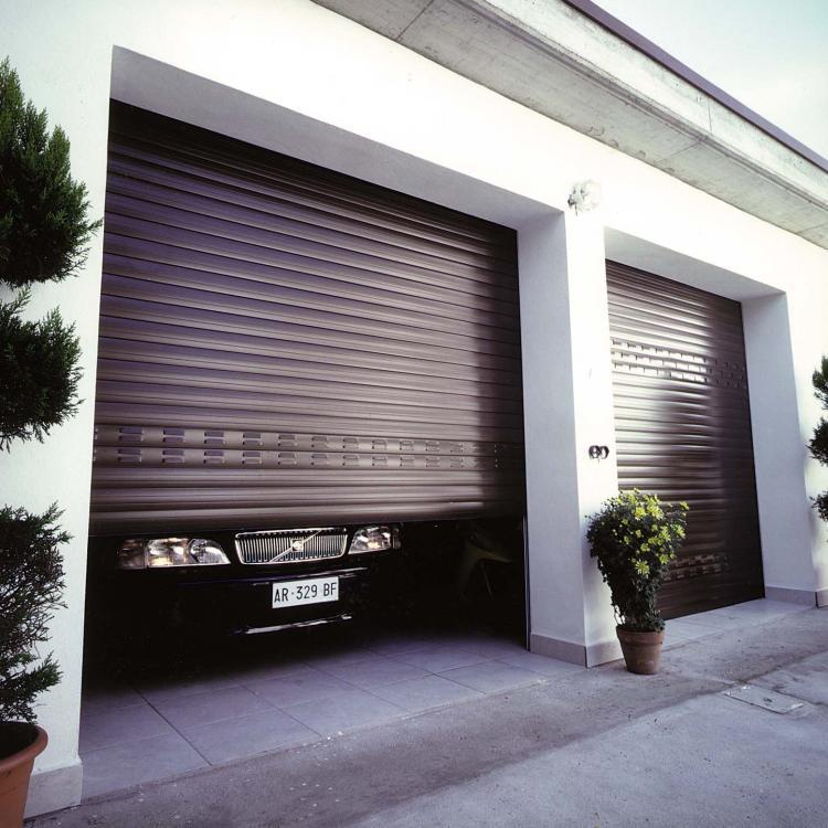 Porta di garage a serranda - Serramenti Torino