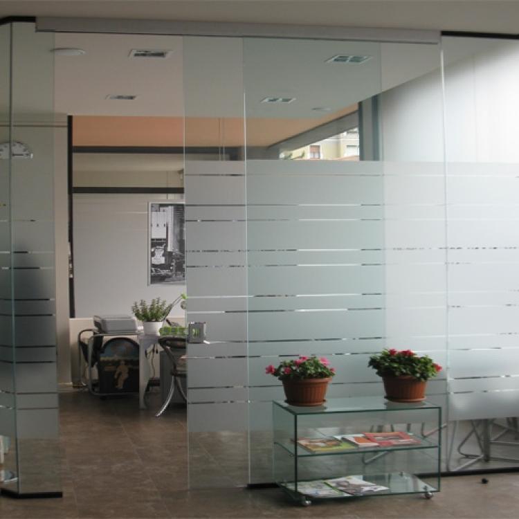 Parete vetrata con porta scorrevole - Serramenti Torino