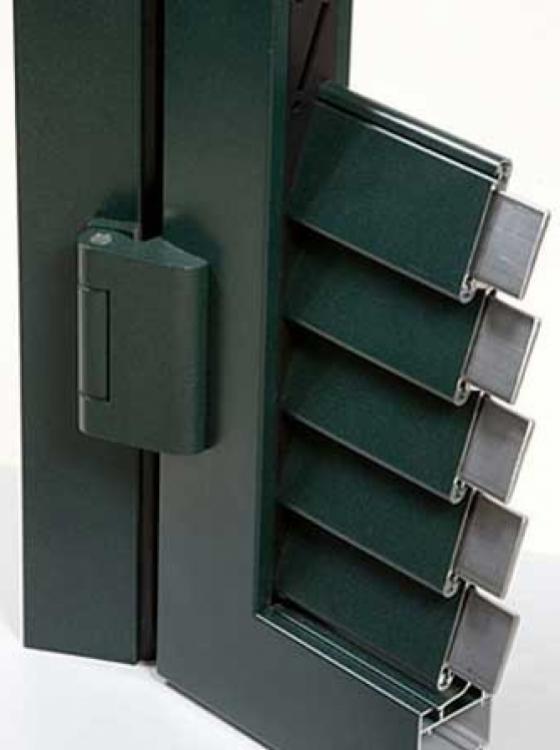 Superblindo è una persiana blindata Ginko, realizzata in alluminio estruso, con blindatura interna in acciaio inox, certificata in Classe 4 Antieffrazione. - Serramenti Torino